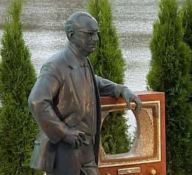 Памятник В.Зворыкину